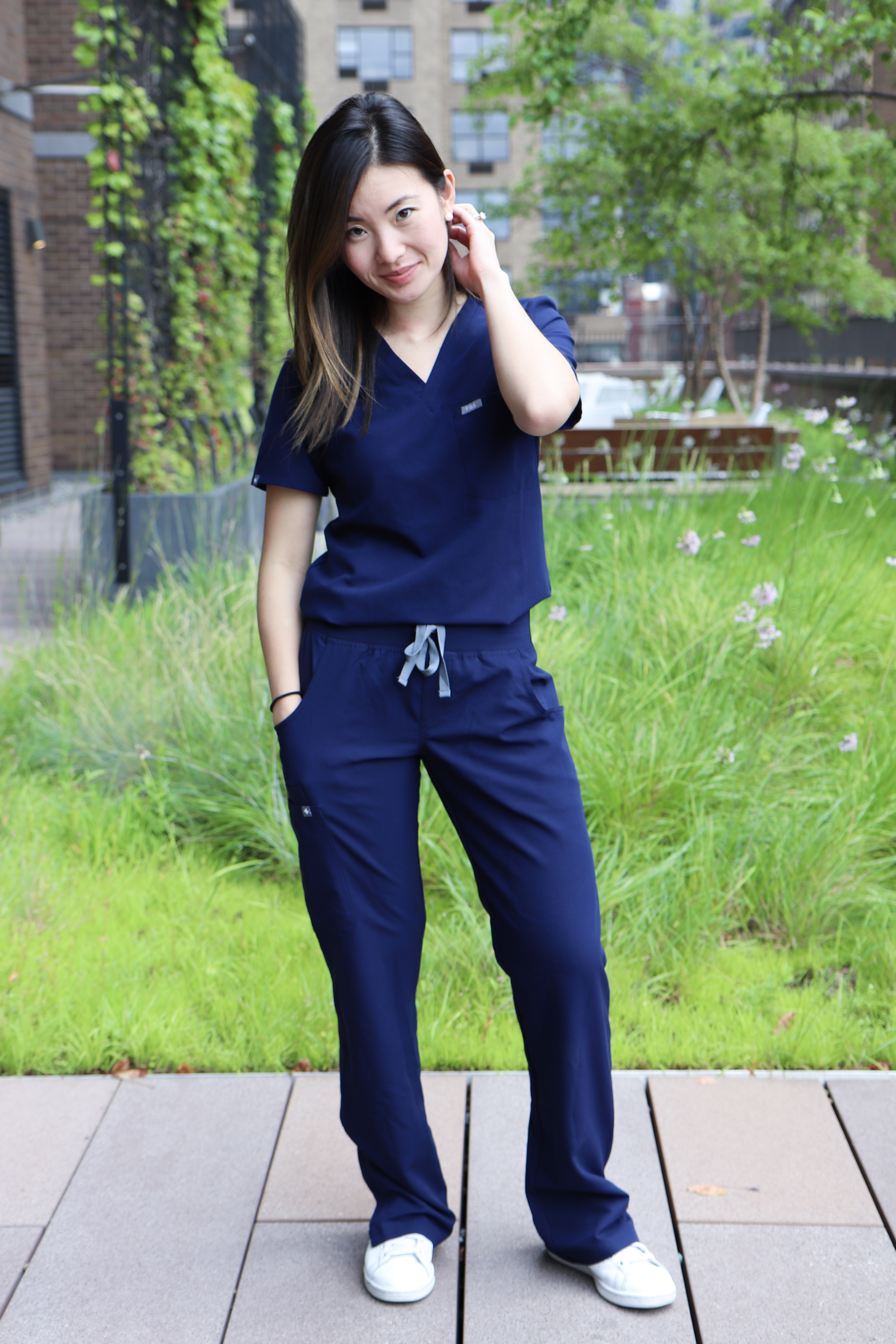 bfa47b35c8a Review: FIGS Scrubs > The Vibrant Med